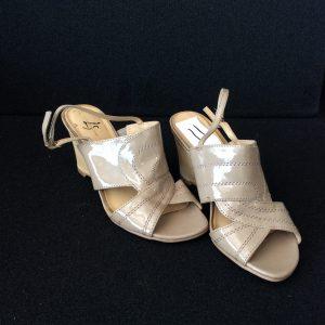 """Women's beige 2.5"""" heel sandal, Size 6M"""