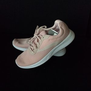 Women's athletic shoe, light pink, Size 8.5 (new)