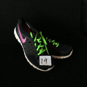 Women's athlitic shoe, black, Size 9.5 (like new)