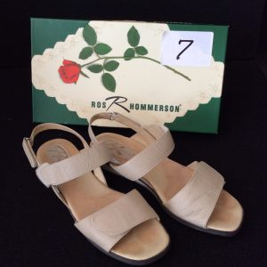 Women's beige sandal (used), Size 7.5 narrow