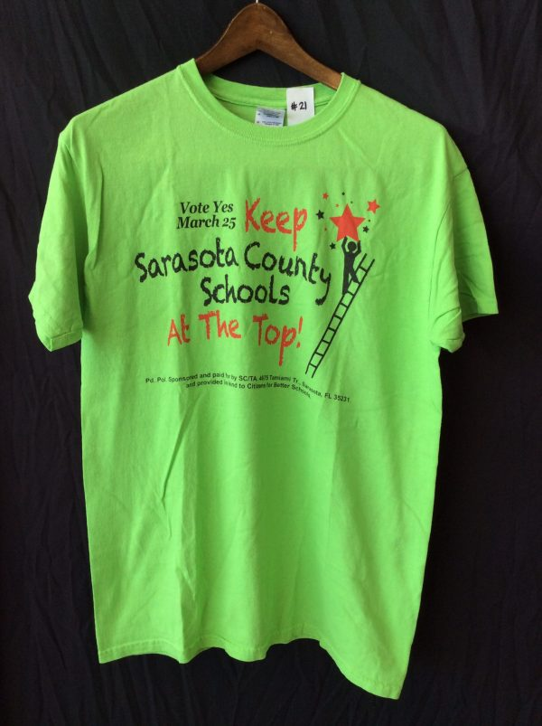 Women's green t-shirt, size medium