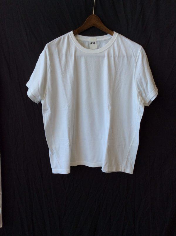 Women's white t-shirt, size large