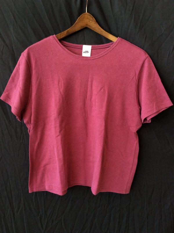 Women's maroon t-shirt, size large
