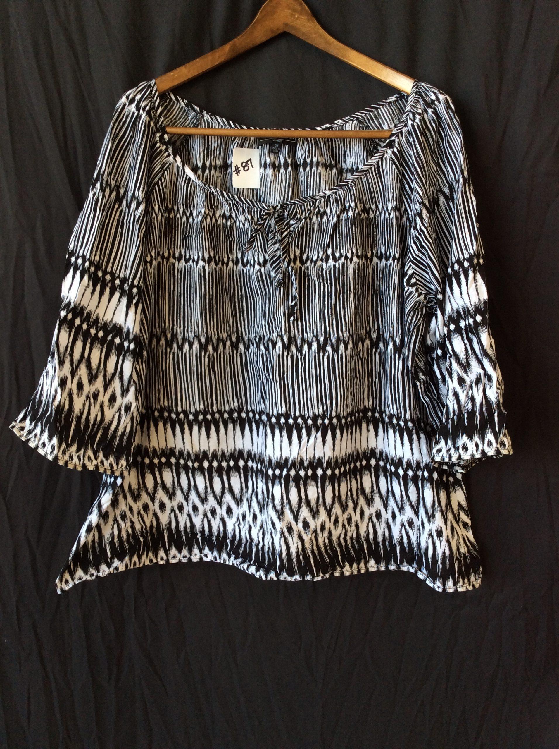 Women's black and white top, size xxxl