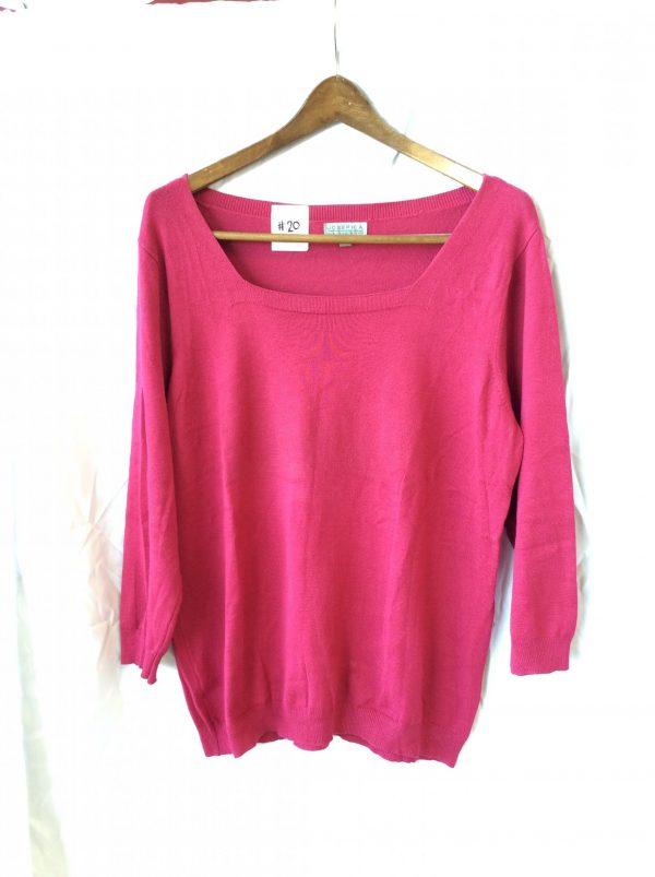 Women's lightweight pink sweater, size large