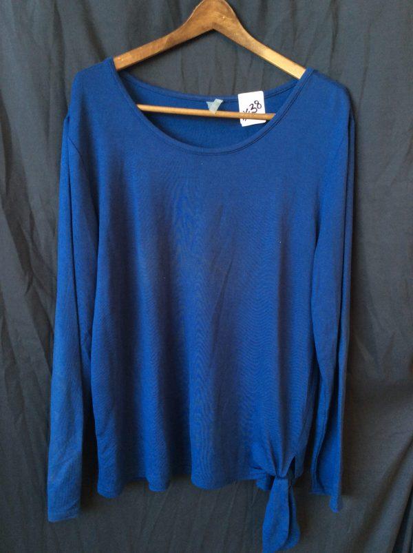 Women's scoop neck top with tie, size xl